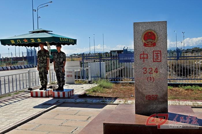 中国与哈萨克斯坦的边界界碑.霍尔果斯口岸与哈萨克斯坦隔河相望.